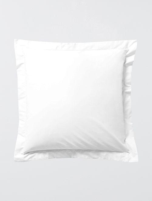 Federa per cuscino liscia tinta unita con volant                             bianco