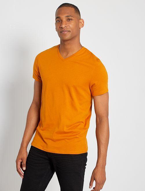 Maglietta regular cotone collo a V                                                                                                                                                     marrone