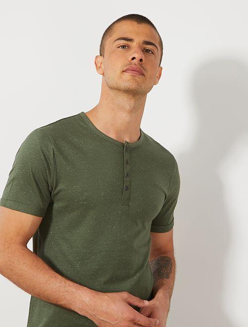 Maglietta slim collo alla tunisina                                                                              verde timo Uomo