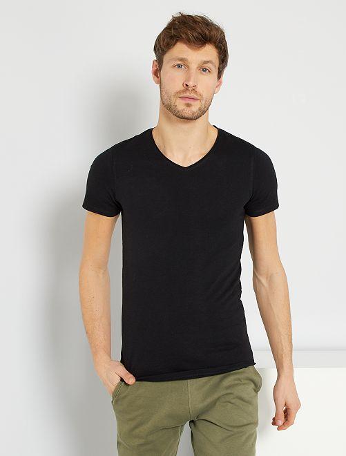 Maglietta slim fit cotone tinta unita collo a V                                                                                                                                 nero