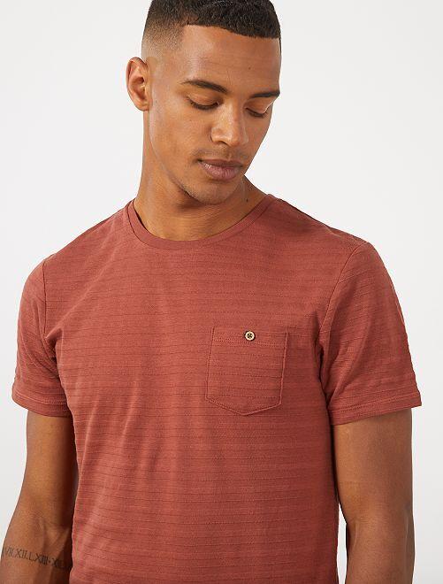 Maglietta testurizzata tasca sul petto                                         MARRONE