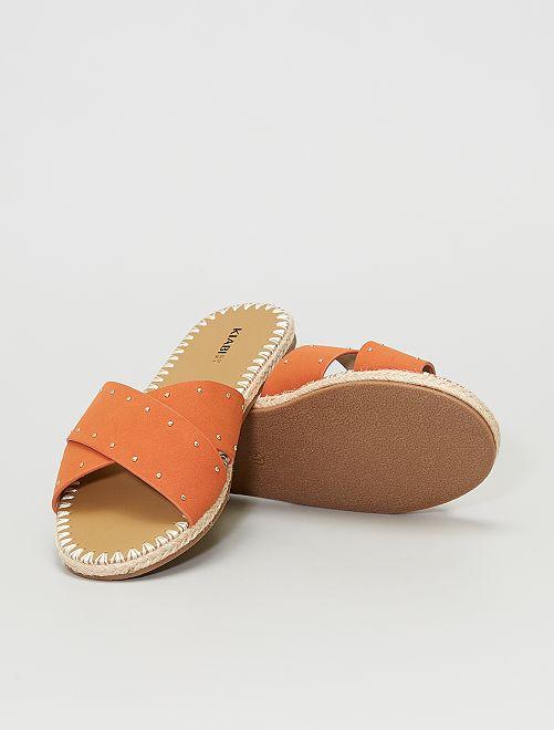 Mules in pelle scamosciata con borchie                             arancione