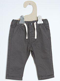 Pantaloni chino taglio dritto