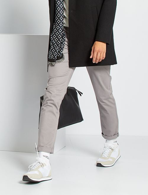 Pantaloni chino taglio slim                                                                                                                                                                                                                                                                                                                 GRIGIO