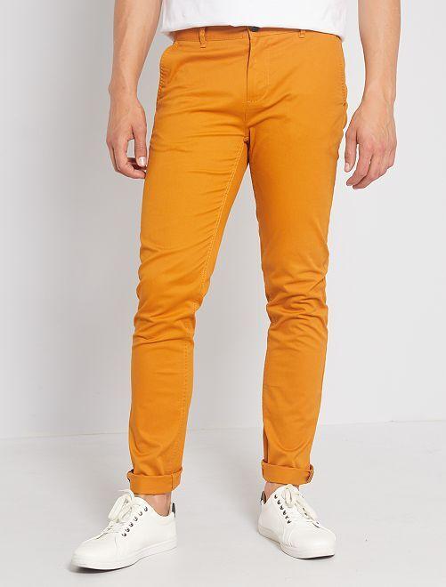 Pantaloni chino taglio slim                                                                                                                                                                                                                                                                                                                                                                             marrone