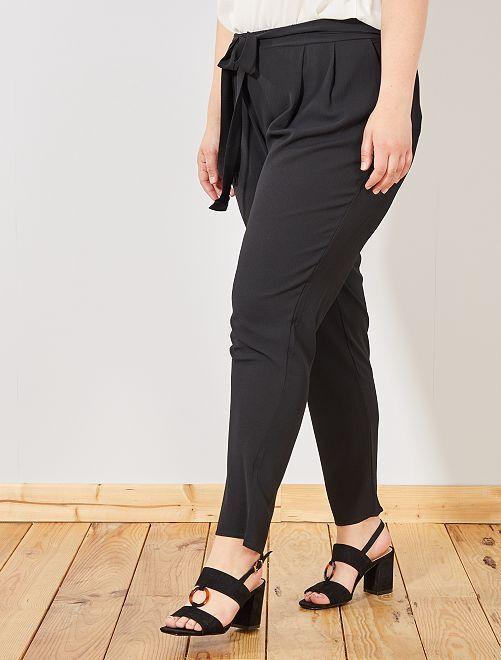 Pantaloni fluidi con cintura                             nero