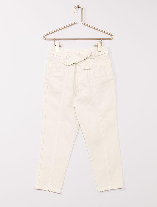 Pantaloni in denim con cintura                                         ecru