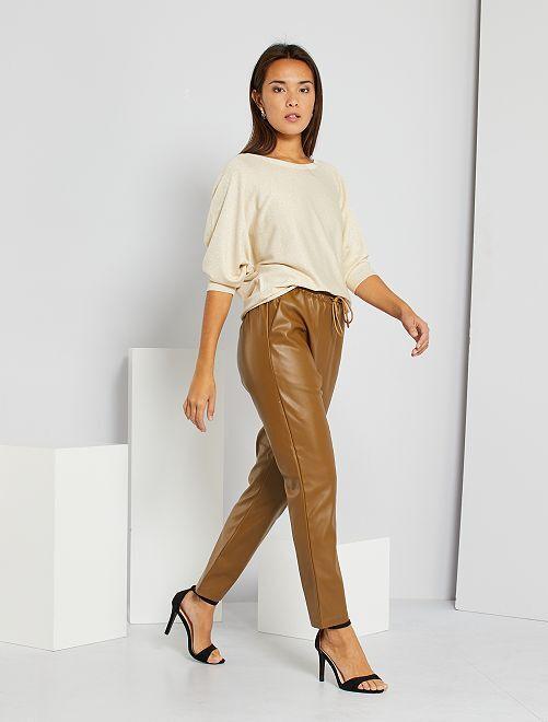 Pantaloni in similpelle                             MARRONE
