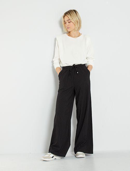 Pantaloni larghi a righe                             a righe