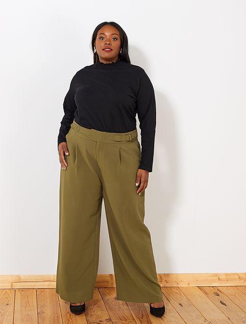 Pantaloni larghi con cintura                     castano