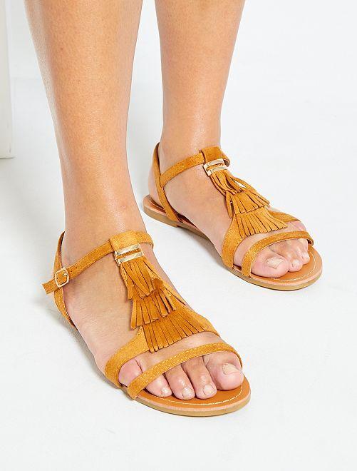 Sandali bassi in finto camoscio                                         cammello