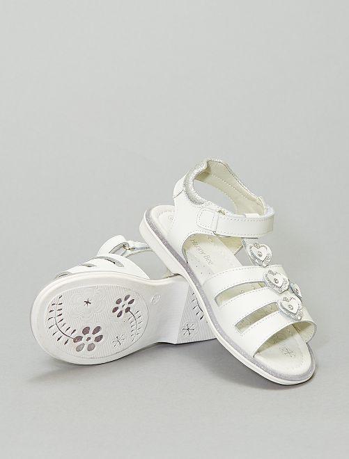 Sandali con strappi con fiori                             bianco