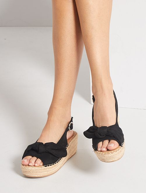 Sandali con zeppa                                                     nero