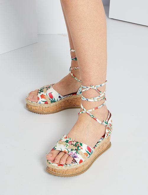 Sandali in tessuto a fiori                             bianco