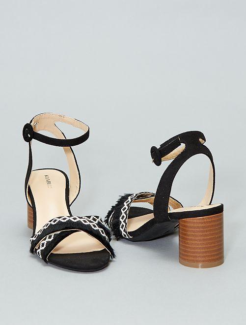Sandali incrociati con frange                             nero