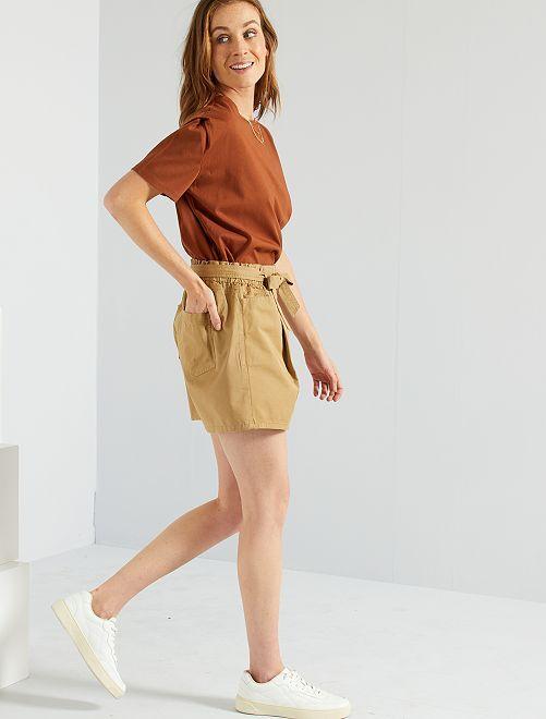 Shorts con cintura                                         MARRONE