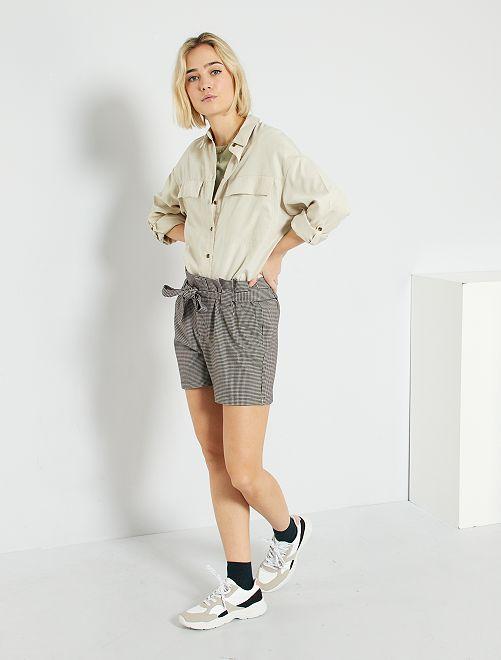Shorts con pinces                                                     NERO