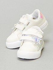 Scarpe da ginnastica con strappi, lacci, pailettes Bambina