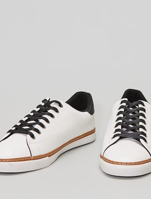 Sneakers bianche lacci neri                             bianco
