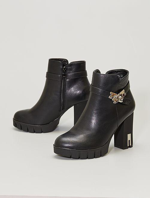 Stivali con tacco e dettagli in metallo                             nero