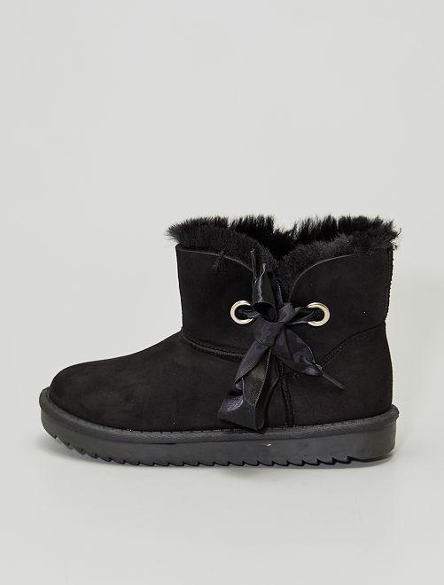Stivali foderati in finto camoscio                                         nero