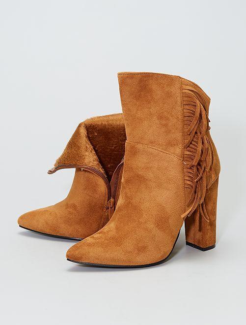 Stivali in finto camoscio con frange                             cammello