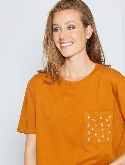 T-shirt con strass                                         marrone