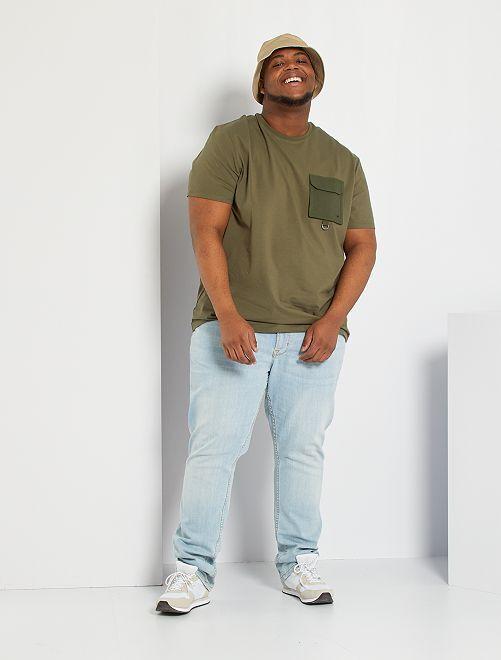 T-shirt con tasca sul petto                                         KAKI