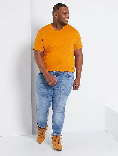 T-shirt scollo a V                                                                                                     marrone