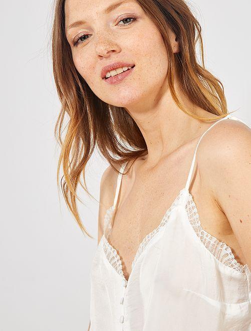 Top stile lingerie ornato di pizzo                                                                 bianco neve