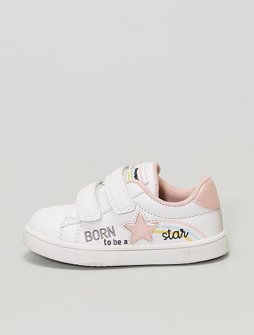 Un paio di sneakers di tendenza con chiusure a strappo e patch 'stella'                             BEIGE