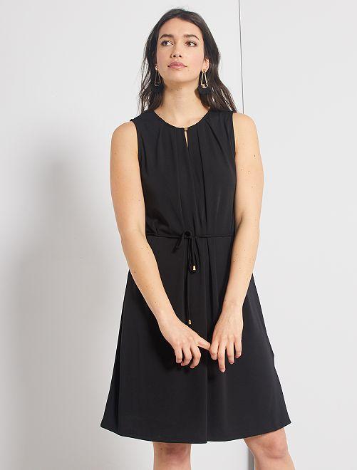 Vestito con scollo a goccia                             nero